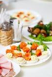 Закуска на праздничной таблице Стоковые Фото