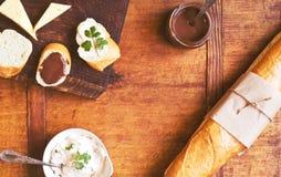 Закуска установленная с французским хлебом стоковые изображения