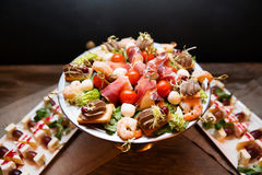 Закуски канапе на плите обедающего Стоковая Фотография