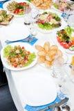 закуски, котор служят таблица стоковое изображение