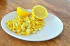 Закуски лимона и мозоли стоковые изображения rf