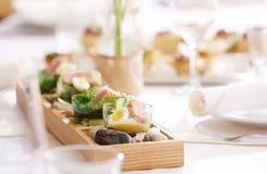 Закуски мяса на таблице стоковая фотография rf