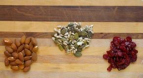 Закуски на деревянной предпосылке Стоковые Изображения