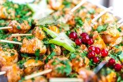 Закуски на протыкальниках с плодами цыпленка и звезды стоковая фотография rf