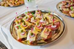 Закуски на плите на шведском столе Стоковое Изображение