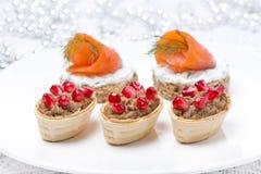 Закуски праздника - канапе с семгами, tartlet с pate печени Стоковая Фотография RF