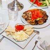 Закуски с красной икрой, соленья на праздничной таблице Стоковое фото RF