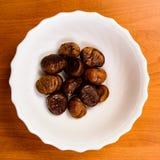 закуски хлеба на блюде на таблице Стоковые Фото
