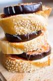 Закуски хлеба с баклажаном с сыром и томатами Стоковое Фото