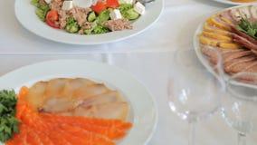 Закуски для партии коктеиля catering сток-видео