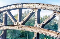Заклепанный старый свод моста Стоковые Фото