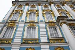 Зала дворца Катрина окна в Tsarskoe Selo & x28; Pushkin& x29; , R Стоковые Фотографии RF