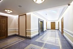 Зала лифта в современном здании Стоковое фото RF