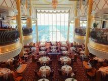 Зала салона на корабле цвета волшебном с таблицами стоковые фотографии rf