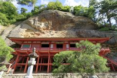 Зала Bisyamon пещеры Takkou в Hiraizumi стоковая фотография