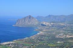 Залив взгляда Cofanor держателя Bonagia от Erice стоковое изображение