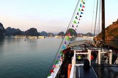 Залив в утре - Вьетнам Азия Halong стоковые изображения