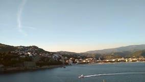 Залив и курортный город моря на Albissola-Марине побережья, Савоне, Италии сток-видео