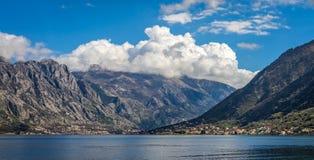 Залив ландшафта Kotor панорамного стоковые фото