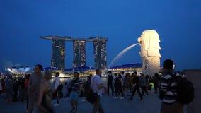 Залив Марины метрополии Сингапура современный зашкурит назначение Merlion видеоматериал