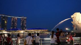 Залив Марины Merlion финансового центра метрополии Сингапура современный зашкурит назначение сток-видео