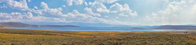 Залив резервуара клубники во взглядах леса панорамы падения поздним летом предыдущих вдоль шоссе 40 около саммита Daniels между H стоковое изображение