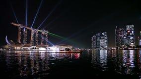 Залив Сингапура на ноче видеоматериал