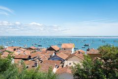 Залив Arcachon, Франция, взгляд над деревней устрицы Lherbe Стоковое Изображение RF