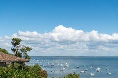 Залив Arcachon, Франция, взгляд над заливом на лете стоковое изображение rf