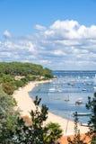 Залив Arcachon, Франция, взгляд над заливом на лете Стоковые Изображения RF