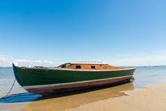 Залив Arcachon, Франция, типичная рыбацкая лодка стоковая фотография