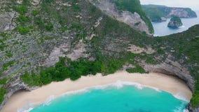 Залив Manta или пляж Kelingking на острове Nusa Penida, Бали, Индонезии акции видеоматериалы