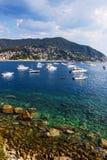 Залив Moneglia с маленькими лодками и яхтами, Cinque Terre к ноча Стоковые Изображения