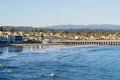 Залив Santa Cruz и причал на заходе солнца, Калифорния стоковые изображения rf
