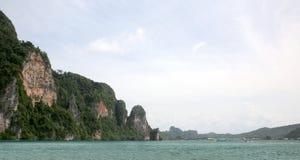 Залив Tonsai, остров Phi Phi Koh, море Andaman, Таиланд стоковые изображения
