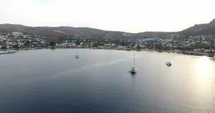 Залив Torba и поставленные на якорь яхты Bodrum Турция видеоматериал