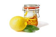 замаринованные лимоны опарника Стоковые Изображения