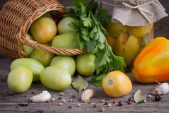 Замаринованный, зеленый заполненный томат Стоковые Изображения RF