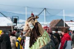 Замаскированные люди козы на зиме кончая масленицу Transylvanian традиционную Стоковые Фотографии RF