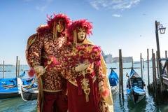 Замаскированные пары на масленице в Венеции Стоковое Фото