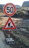 замедление знака roadwork Стоковая Фотография RF