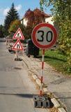 замедление знака roadwork Стоковые Фотографии RF