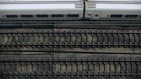 Замедленное движение взгляд сверху на поездах видеоматериал