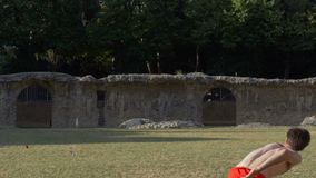 Замедленное движение старого Javelin Соревнования Античных Олимпийских игр Рима бросая акции видеоматериалы