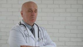 Замедленное движение с уверенным доктором Кивать Making отсутствие главных жесты акции видеоматериалы