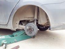 Замена автошины колеса автомобиля Стоковое Фото