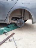 Замена автошины колеса автомобиля Стоковая Фотография RF
