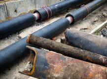 Замена кипятильных труб и модернизация системы отопления стоковая фотография rf