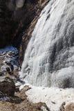 Замерзая водопад который летел от горы на Lachen Северный Сикким, Индия Стоковые Фото