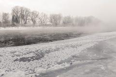 замерзая река Стоковые Изображения RF